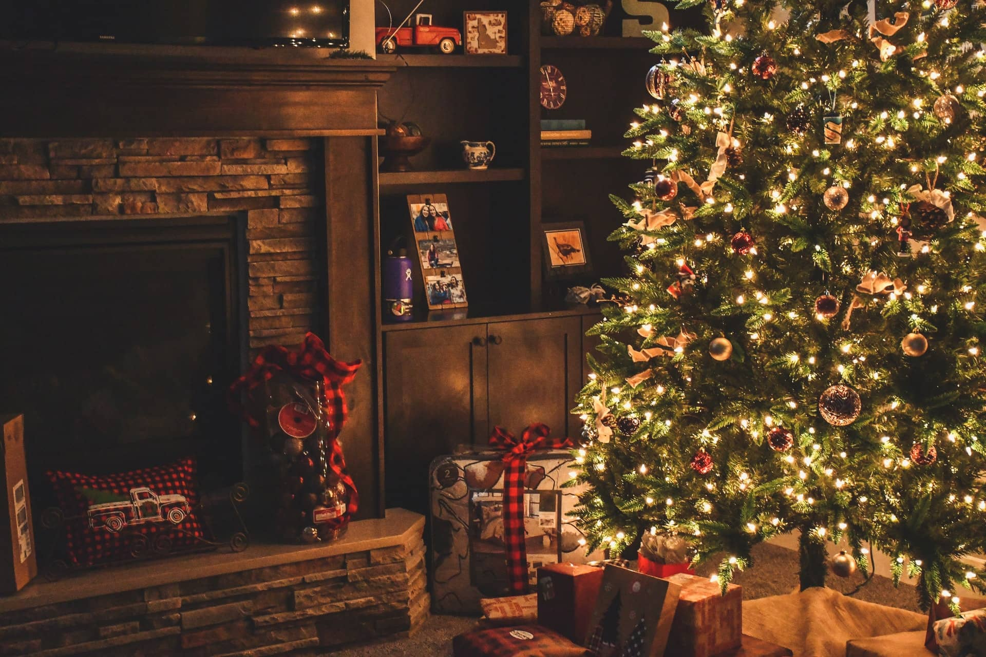 Should I Buy a Real or Artificial Christmas Tree?